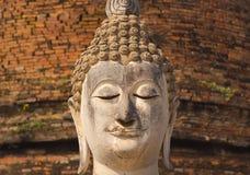 Het oude standbeeld van Boedha bij het Historische Park van Sukhothai, Thailand Stock Foto's