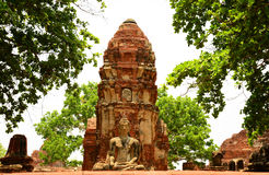 Het oude standbeeld van Boedha bij Mahathat-tempel, historische plaats in Ayuttaya-provincie, Thailand Stock Foto