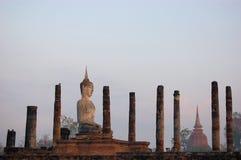 Het oude standbeeld van Boedha. Sukhothai Historisch Park Stock Foto's