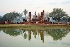 Het oude standbeeld van Boedha. Sukhothai Historisch Park Stock Afbeelding