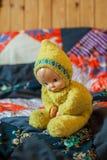 Het oude stuk speelgoed is melancholisch en wacht op (horizontaal) kind Royalty-vrije Stock Foto
