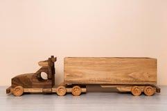Het oude stuk speelgoed van de stijlvrachtwagen Stock Foto