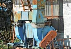 Het oude systeem van de fabrieksventilatie Stock Foto's