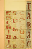 Het oude teken van de Verkoper van tabakswaren Stock Foto