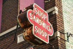 Het oude Teken van de Winkel van de Sandwich Stock Afbeelding