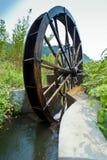 Het oude traditionele waterrad in Onderstel Lu van Kin stock afbeelding