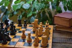 Het oude uitstekende schaak van het raadsspel stock afbeeldingen