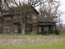 Het oude Verlaten Huis van het Landbouwbedrijf Royalty-vrije Stock Foto's