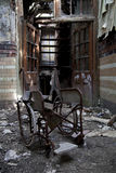 Het oude verlaten ziekenhuis Stock Foto