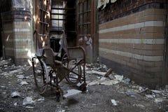 Het oude verlaten ziekenhuis Stock Foto's