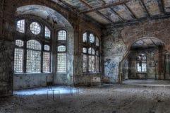 Het oude verlaten ziekenhuis royalty-vrije stock fotografie
