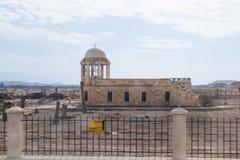 Het oude vernietigde gebouw bevindt zich op een mijnenveld op de Doopplaats van Jesus Christ - Qasr Gr Yahud in Israël Royalty-vrije Stock Afbeelding