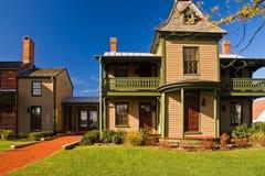 Het oude Victoriaanse Huis van de Era met Toevoeging Stock Foto's