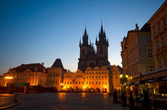 Het oude Vierkant van de Stad bij nacht (staar Mesto), Praag Royalty-vrije Stock Foto's