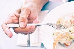 Het oude vrouw eten Stock Foto's