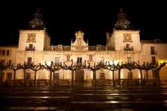 Het oude Ziekenhuis van Burgo DE Osma bij nacht stock fotografie