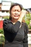 Het oudere Aziatische Vrouwelijke Hogere Schreeuwen royalty-vrije stock afbeeldingen