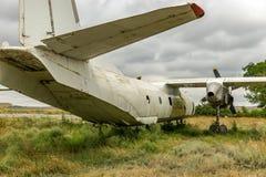 Het oudere vliegtuigen vliegen stock afbeeldingen