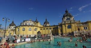 Het oudste geneeskrachtige bad van Szechenyi is het grootste geneeskrachtige bad in Europa stock footage