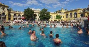 Het oudste geneeskrachtige bad van Szechenyi is het grootste geneeskrachtige bad in Europa stock video