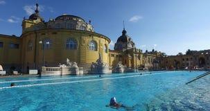 Het oudste geneeskrachtige bad van Szechenyi is het grootste geneeskrachtige bad in Europa stock videobeelden