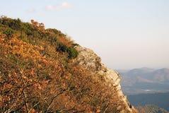 Het outcropping van de rots op berg Royalty-vrije Stock Foto