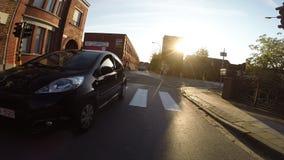 Het overgaan van een auto stock video
