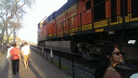 Het overgaan van trein Stock Foto's