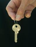 Het overhandigen van een sleutel Royalty-vrije Stock Fotografie