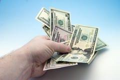 Het overhandigen van geld royalty-vrije stock foto's