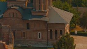 Het overhellen ultradieclose-up van Chindia-Toren in Targoviste, Roemenië wordt geschoten stock videobeelden