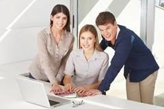 Het overleg van de kleur bij computer Stock Fotografie