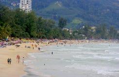 Het overvolle strand Stock Afbeeldingen