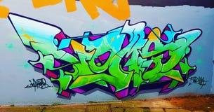 Het overweldigen de graffiti dit werk overweldigt enkel royalty-vrije stock afbeelding
