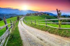 Het overweldigen van landelijk landschap dichtbij Zemelen, Transsylvanië, Roemenië, Europa Stock Fotografie