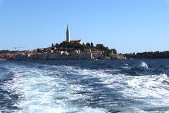 Het overweldigen van romantische oude stad van Rovinj met kleurrijke gebouwen, Istrian-schiereiland, Kroatië, Europa royalty-vrije stock afbeeldingen