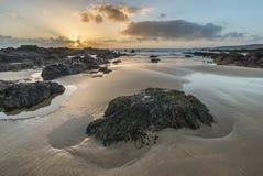 Het overweldigende beeld van het zonsonderganglandschap van Zoetwater het Westenstrand op Pemb Royalty-vrije Stock Afbeelding