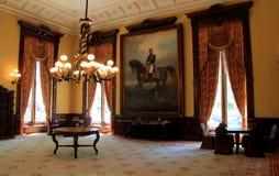 Het overweldigende binnenland, met meubels, portretten en zware kroonluchters, Balzaal, Canfield-Casino, Saratoga springt, NY, 20 royalty-vrije stock fotografie