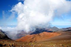 Het overweldigende die landschap van Haleakala-vulkaankrater van het Glijdende Zand wordt gezien sleept, Maui, Hawaï royalty-vrije stock foto