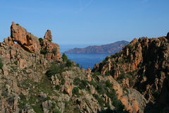 Het overzees en de bergen van Corsica Stock Fotografie
