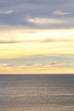 Het overzees en de hemel vóór zonsondergang Stock Afbeelding