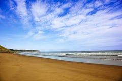 Het overzees en de hemel van het zand Stock Afbeeldingen