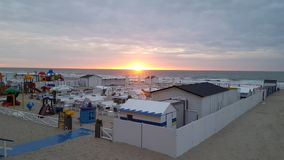Het overzees en de zon Noord- van België stock foto's