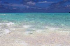 Het overzees en het gouden zand van de Maldiven de Bahamas, het adres van de vrede stock foto's