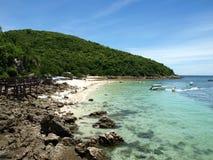 Het overzees en het strand Stock Foto's