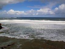 Het overzees en het strand Stock Afbeelding