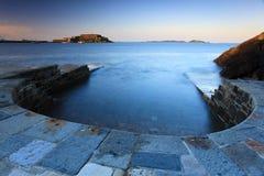 Het overzees neemt bij het zout water zwembad toe Stock Fotografie