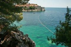 Het overzees rond Sveti Stefan Royalty-vrije Stock Foto