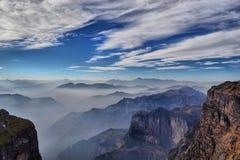 Het Overzees van de wolk in de bergen Stock Fotografie