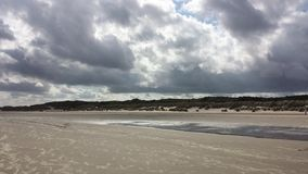 Het overzees van het de herfstonweer van de strandwolk Royalty-vrije Stock Foto's